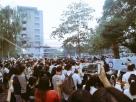 นศ. มศว.องครักษ์ ร่วมแสดงจุดยืน ตั้งโลง-วางพวงหรีด ไว้อาลัย 'ประชาธิปไตย'
