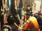 สาวเสพยาน้ำลายฟูมปากดับสยอง ส่วน 3 หนุ่มที่นัดมาเสพยาเผ่นหนี