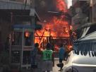 ไฟไหม้ตึกไม้อายุร้อยปีที่ตลาดท่าม่วงวอด 4 หลัง – รถยนต์ 2 คันเหลือแต่ซาก เสียหายกว่า 5 ล้าน
