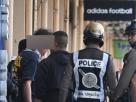 (คุมสถานการณ์ได้แล้ว) คลั่งกลางกรุง! ลั่นกระสุนกว่า 20 นัด ผู้ก่อเหตุเป็นชายอายุ 44 – ตำรวจนับร้อยปิดล้อม