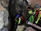 """เจอตัว """"พระติดถ้ำ"""" แล้ว อาการปลอดภัย มีไข้เล็กน้อย แต่น้ำลึกยังพาออกมาไม่ได้"""